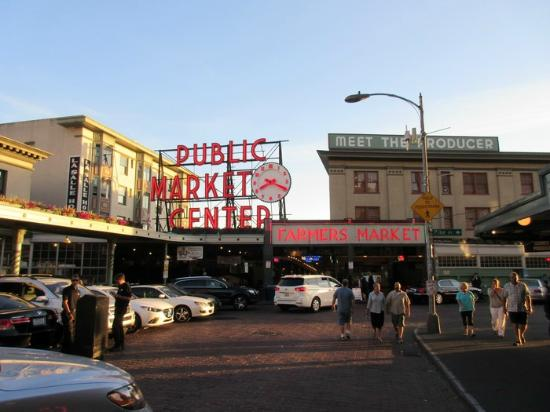 Fish store picture of pike place market seattle for Fishing store seattle