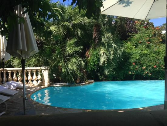 Piscina vasca picture of sainte valerie hotel juan les for Hotels juan les pins