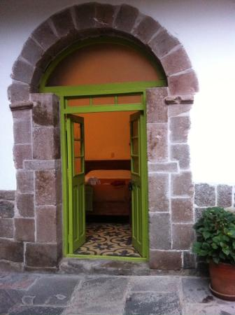 Ninos Hotel: The entrance to the rooms with a view of the bed.