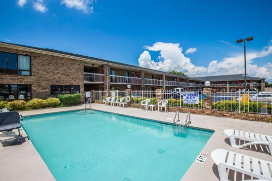 Pool picture of rodeway inn expo center spartanburg for Pool show florence sc