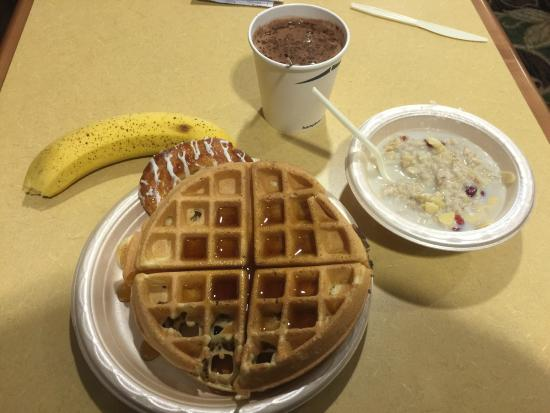 Hampton Inn Roanoke / Hollins / I-81: Great breakfast at the Hampton Inn