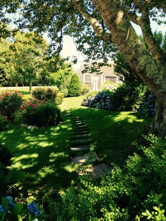 East Orleans, MA: Gorgeous grounds at the inn