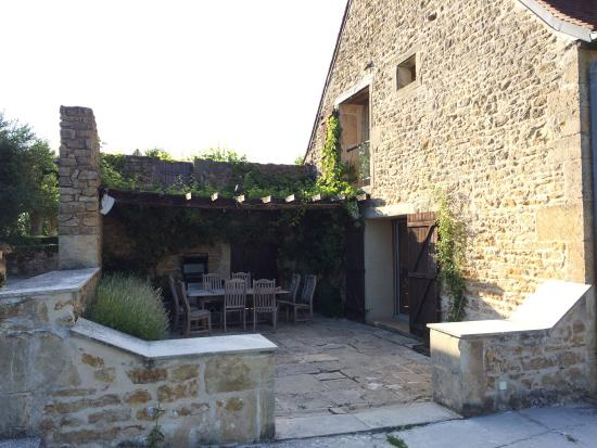 Moulins-Engilbert, France: Terrasse