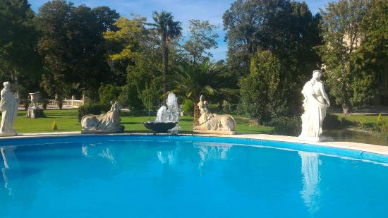 Piscine picture of chateau des fontaines aigues vives for Piscine voves