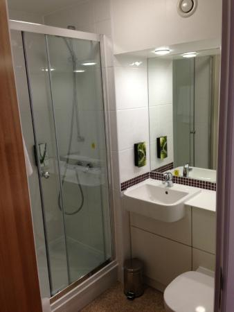 No Bath But Very Clean Picture Of Premier Inn Leamington Spa Town Centre Leamington Spa