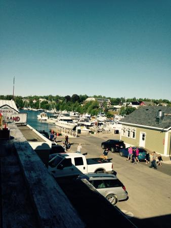 Bruce Anchor Motel and Cottage Rentals: Walking distance to the harbour, and Crowsnest Pub