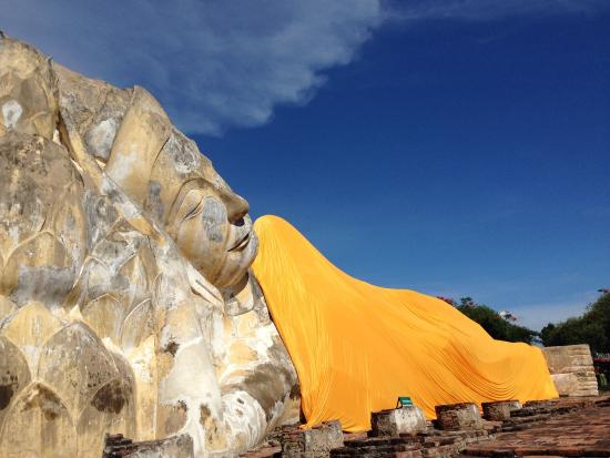 photo4.jpg - Picture of Temple of the Reclining Buddha ...