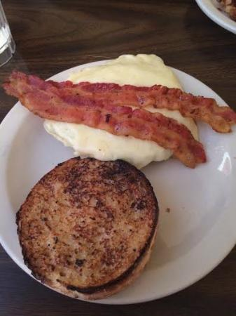 Ludlow, Βερμόντ: bias breakfast sandwich with bacon