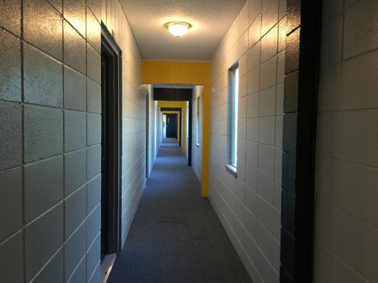 Waterfront Suites and Marina: The odd hallways.