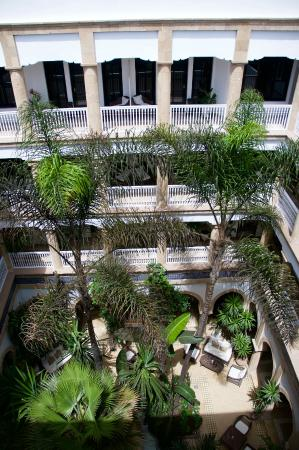 L'Heure Bleue Palais: The interior courtyard