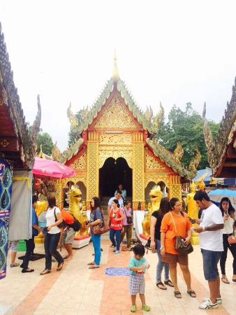 photo9.jpg - Picture of Wat Phra That Doi Kham (Temple of the Golden Mountain...