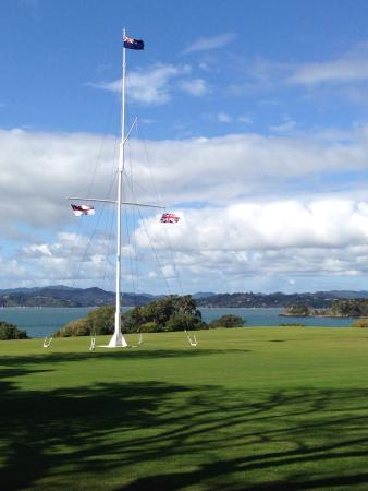 Пайхия, Новая Зеландия: Three official flags of New Zealand on flag post marking the location of the signing of the trea