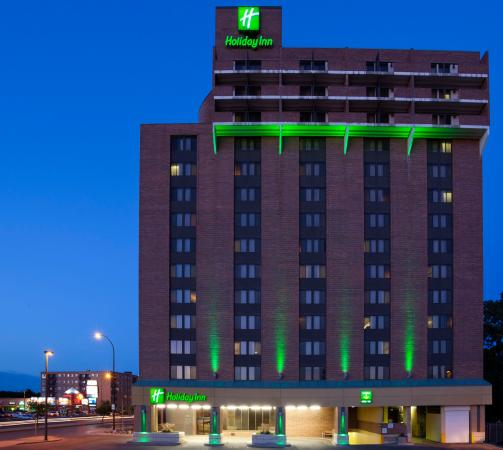 Holiday Inn Winnipeg - Airport West: Beautiful Evening View of the Hotel Exterior