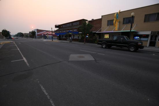 Vale, OR: street view. restaurant on right under big sign.