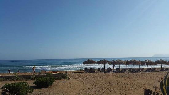 Stalos, Greece: The beautiful sandy beach in front of the resort