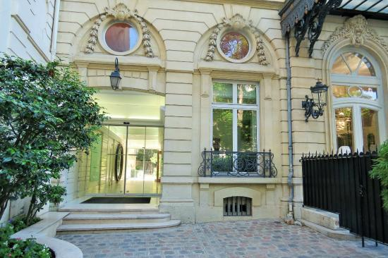 Things to do near champs elysees in paris france for 104 rue du jardin paris
