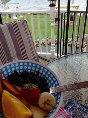 Sea Parrot Ocean View Manor: Cold breakfast options in addition to homemade hot breakfast