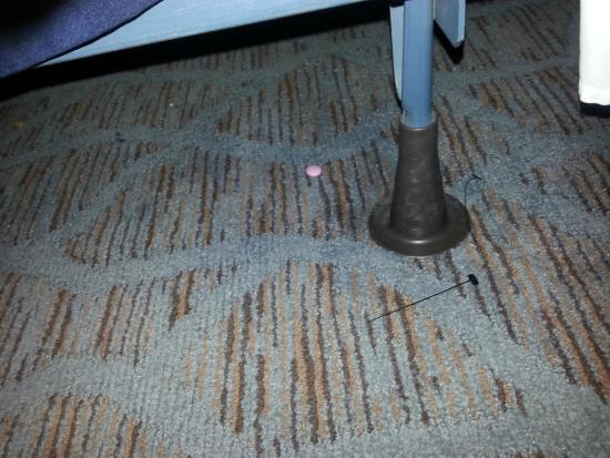 Lakeview Golf Resort and Spa: dirty floors/carpet