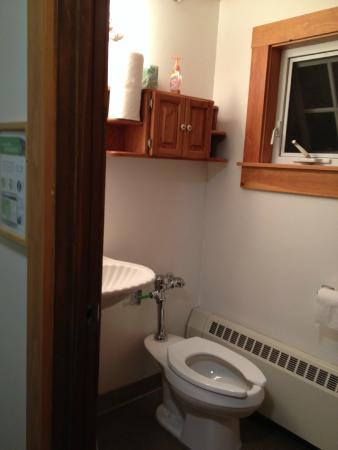 Alexandria, NH: Cardigan Lodge, bathroom