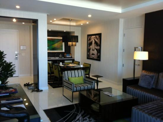 One bedroom penthouse dining area - 2 bedroom penthouses in las vegas ...