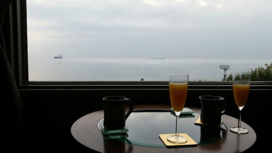 Solglimt Bed & Breakfast: Watching the boats slip in through the morning fog