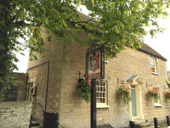Fotheringhay, UK: A Traditional Village Inn