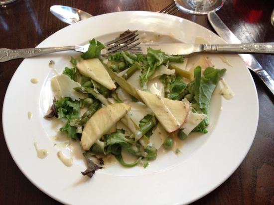 Asparagus, pecorino, Apple and pea salad with mint dressing - Picture ...