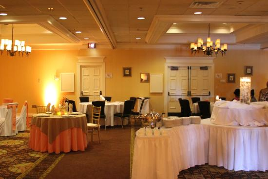 Holiday Inn Charleston-Mount Pleasant: A picture of the wedding show they were holding.