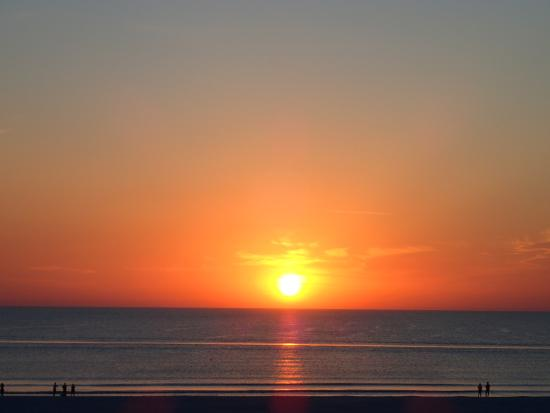 Outrigger Beach Resort: Sunset over the Gulf from the balcony