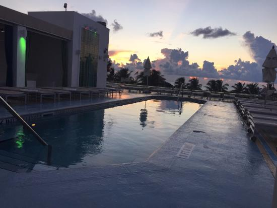 The Hotel: Sunrise from rooftop pool