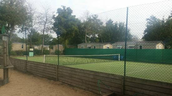 Clohars-Fouesnant, France: Tennis Courts
