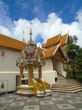 monument nearby - Picture of Wat Phra That Doi Kham ...