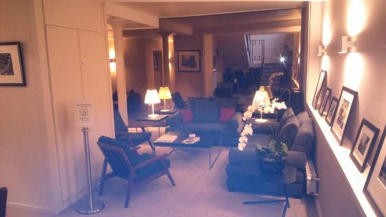 Seating area picture of best western le jardin de cluny for Best western jardin de cluny tripadvisor
