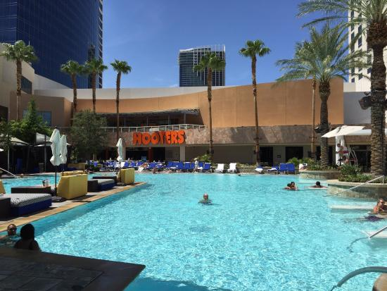 Disappointment review of hooters patio bar las vegas for Pool spa patio show las vegas