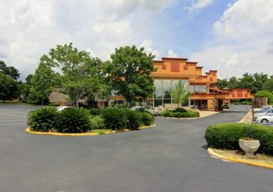 Photo of Clarion Inn & Suites University Center Auburn