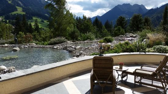 Gstaad Palace Hotel: brook and mountains
