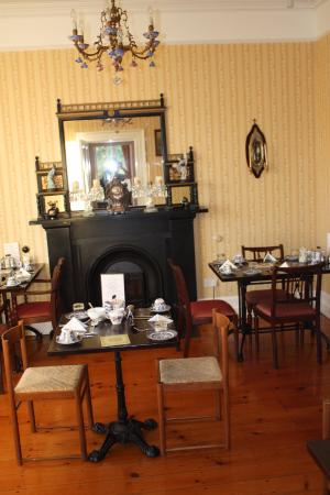 Carriglea House: breakfast room