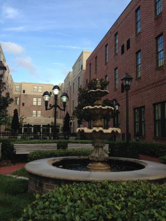 courtyard picture of residence inn savannah downtown. Black Bedroom Furniture Sets. Home Design Ideas