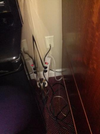 Fireside Inn & Suites: fire hazard and there was mold on the smoke detector