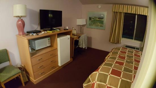 King City, CA: Excellent budget hotel! Room 42 was perfect for the night. Our only complaint was that the spa/h
