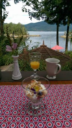 Tranquility Bay Waterfront Inn: Breakfast with a view