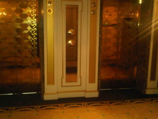 Imperial Palace Hotel: A lot of gold!