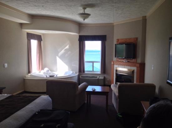 Owen Sound, Канада: Corner suite with jacuzzi for two