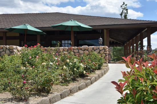 Warner Springs, CA: Entrance to club house dining area from parking lot