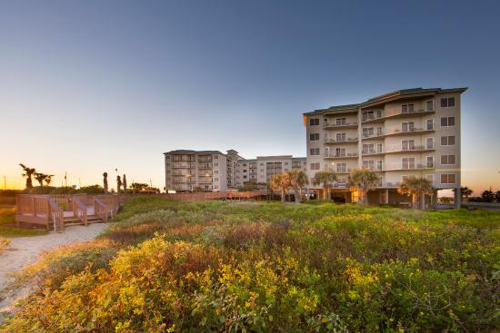 Holiday Inn Club Vacations Galveston Beach Resort: Quiet beachfront resort gives you the perfect location to relax