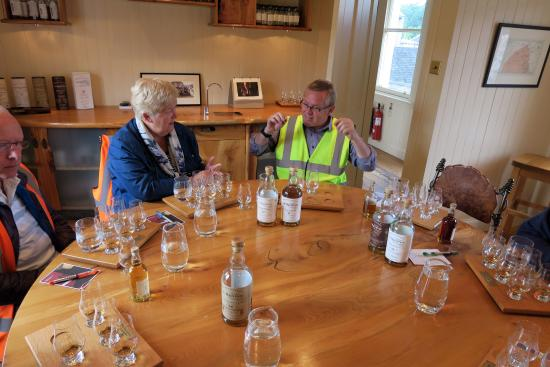 West Linton, UK: Scotch Whisky tasting at end of Balvenie Distillery Tour in Scotland