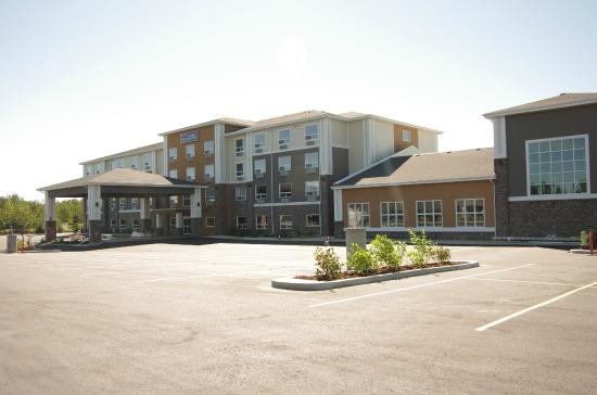 BEST WESTERN PLUS Lacombe Inn & Suites