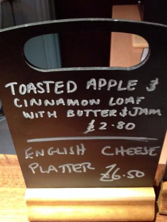 Newlands, UK: Worth a specioa journey for the Toasted apple and cinnamon loaf