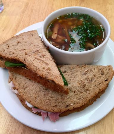 Ньютонмор, UK: Fantastic spicy chicken soup and sandwich and double baked sweet potato
