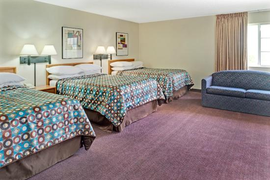 Walnut, IA: Family Suit with 3 Full size Beds